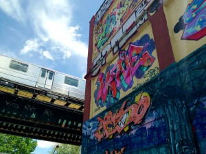 The 7 train rolls by 5 Pointz